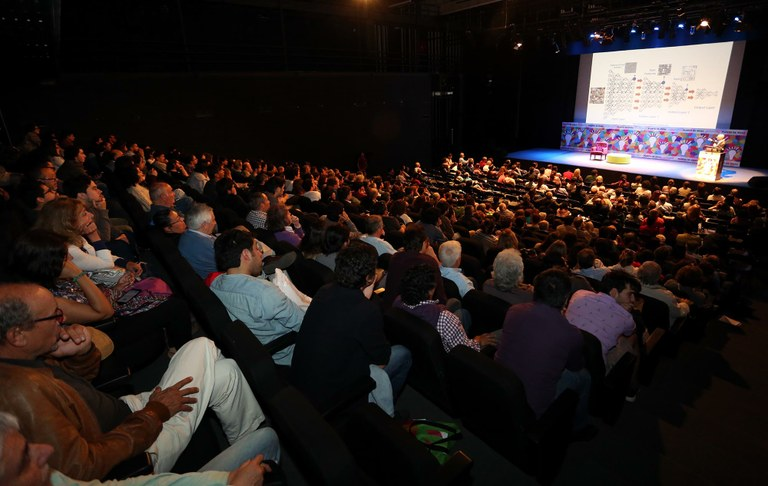 audience of 40,000 at Puerto de Ideas